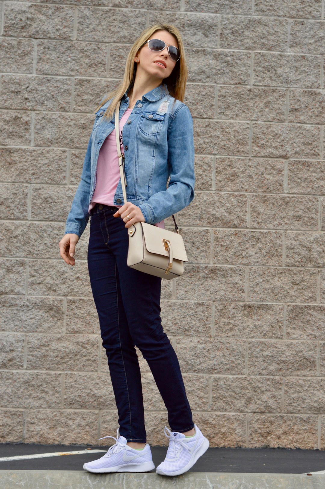 white sneakers spring fashion trends